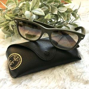 Ray-Ban New Wayfarer matte green sunglasses + case